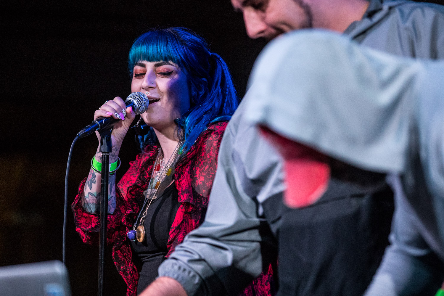 Kat The Destroyer performing with The DeLazers